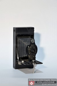 AUTOGRAPHIC BROWNIE 2 FOLDING