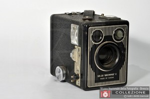 BOX BROWNIE SIX-20 MODEL E (6x9)