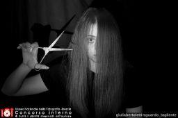 giuliabertoletti-sguardo_tagliente